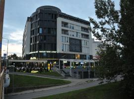 Hotel JKC, hotel v Banji Luki