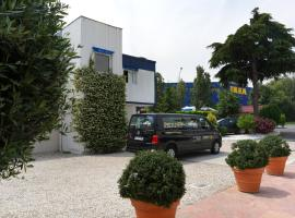 Hotel Sénia, hotel near Paris - Orly Airport - ORY, Orly