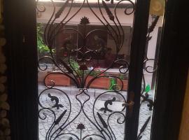 Sophia studio apartment, serviced apartment in Istanbul