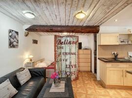 Charmant studio au coeur du Vieil Antibes 5 mn des plages, pet-friendly hotel in Antibes