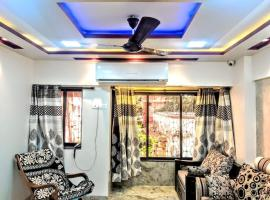 Cozy Furnished Apartment One Block From The Ocean, self catering accommodation in Mumbai