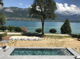 Black Bass Hotel, hôtel à Sévrier près de: École de ski d'Annecy Semnoz