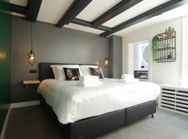 JOZ, historic suites in centre of Amsterdam, budget hotel in Amsterdam