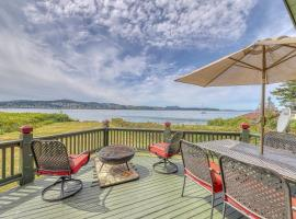 Rustic Guemes Beach Cabin, hotel in Anacortes
