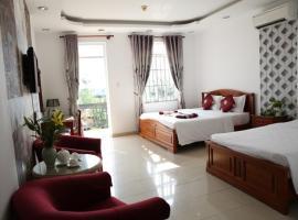 Khách Sạn Hòa Phát, hotel near University of Social Sciences and Humanities of Ho Chi Minh City, Ho Chi Minh City