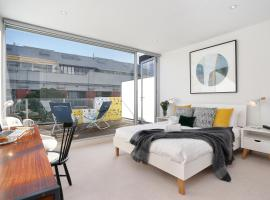 StayCentral on Oxford Penthouse, pet-friendly hotel in Melbourne