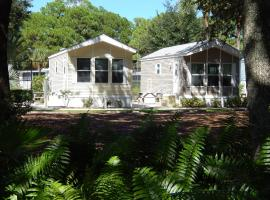 Road Runner Travel Resort, cabin in Fort Pierce