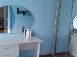 Ватутина 41 бюджетная двухкомнатная, hotel in Donetsk