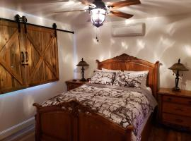 Yosemite Foothill Retreat - Private Guest Suite #2, guest house in Coarsegold
