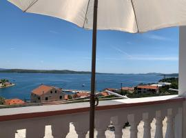 Apartments Ema, budget hotel in Sali