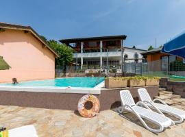 Borgo Blu Poggio, glamping site in Lazise