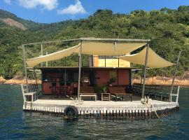 Casa Flutuante Ilha Grande RJ, pet-friendly hotel in Praia do Bananal