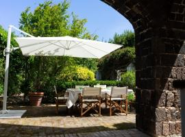 A large quiet house surrounded by the green, hotel a Ischia