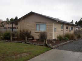 Motu Cottage, hotel near Luxmore Jet, Manapouri
