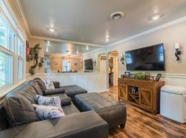 Italian Style in Old Town with Private Hot Tub, hotel with jacuzzis in Fort Collins