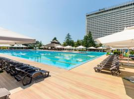 Zhemchuzhina Grand Hotel, hotel with pools in Sochi
