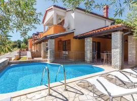 Three-Bedroom Holiday Home in Medulin, luxury hotel in Medulin