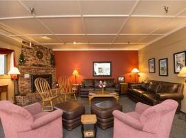 Hibernation House 107 Hotel Room, hotel in Whitefish