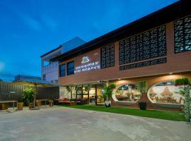 Hanuman V.I.P Hostel, hotel in Bang Tao Beach