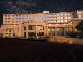 Ramada Neemrana, hotel in Neemrana