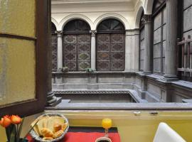 Guesthouse Barcelona Gotic, hotel near Cathedral of Barcelona, Barcelona