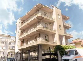Luckyshine hostel, hotel near Independence Square, Vlorë