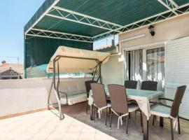 Apartman Delic, hotel near Mall of Split, Split