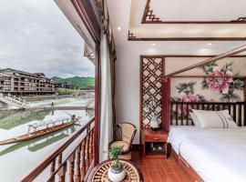 Easy Stay River View Hotel, отель в городе Фэнхуан