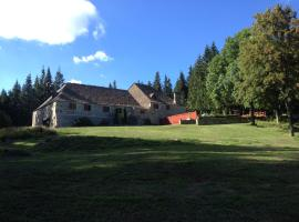 Domaine du Lac Ferrand, hôtel à Saint-Cirgues-en-Montagne