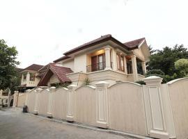 Fernasya House, hotel with pools in Yogyakarta