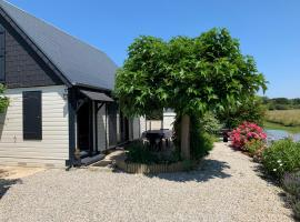 Chalet bord de mer 6 couchages, cabin in Merville-Franceville-Plage