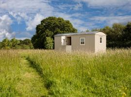 Romantic secluded Shepherd Hut Hares Rest, hotel near Wiltshire Council, Southwick