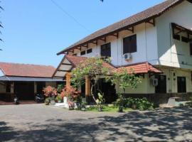 Wisma Flamboyan, homestay in Surabaya