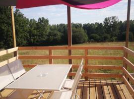 Roulotte de la basse biguerie proche zoo de la flèche, campground in Saint-Jean-de-la-Motte