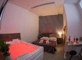 Camera18 Suite, villa in Naples