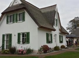 Schwankes Ferienhaus Seeadler - [#122459], hotel in Ummanz