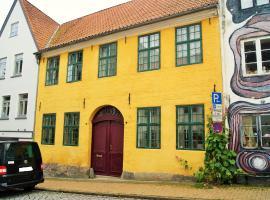 Das gelbe Haus - Drei besondere Ferienwohnungen, budget hotel in Flensburg