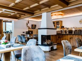 Garni Hotel and Apartments Wildbach, hotel in Selva di Val Gardena