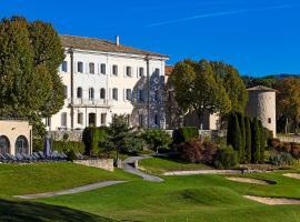 Château et Golf De Taulane, hôtel à La Martre