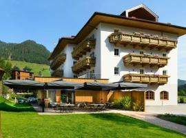Hotel Bergzeit، فندق في غروسارل