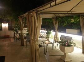 GARDEN HOUSE - Luxury Guest House, guest house in Rome