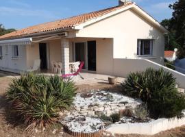 Maison de vacances 14 places les pieds dans l eau, hôtel à Jard-sur-Mer