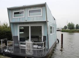 Tiny Houseboat, hotel near Sneek Station, Heeg