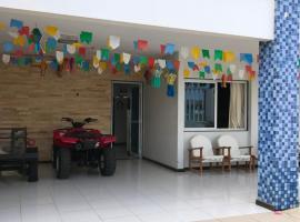 Casa na Barra de São Miguel com diária de Lancha e Cozinheira/arrumadeira, holiday home in Barra de São Miguel