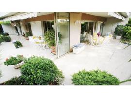 Chambre terrasse piscine, B&B in Cannes