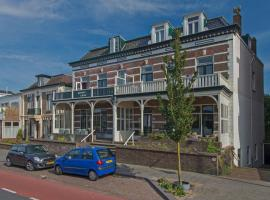Vintage beach house (90m2) with large veranda & parking, apartment in Zandvoort