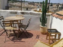 Appartement avec terrasse panoramique au coeur de Nîmes, hotel near Arenes de Nimes, Nîmes