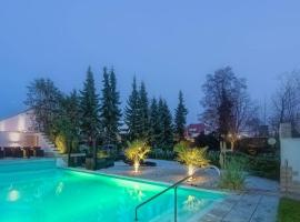 HOLI DAY SPA Appartement 1, hotel with pools in Berlin