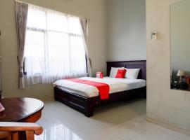 RedDoorz Syariah near Menara Kudus, holiday rental in Kudus