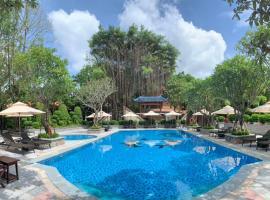 Phuong Nam Resort, khách sạn ở Thuận An